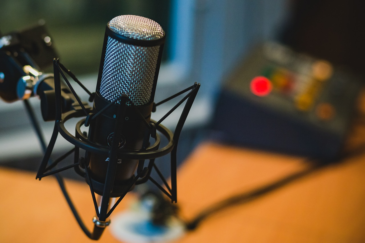 A Proven Business Model: 5 Things to Keep in Kind If You Want to Make Money Podcasting
